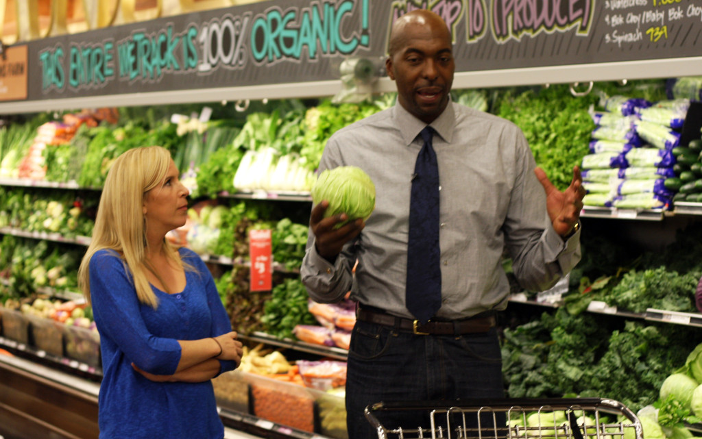 John Salley takes Allison Melody shopping at WHole Foods